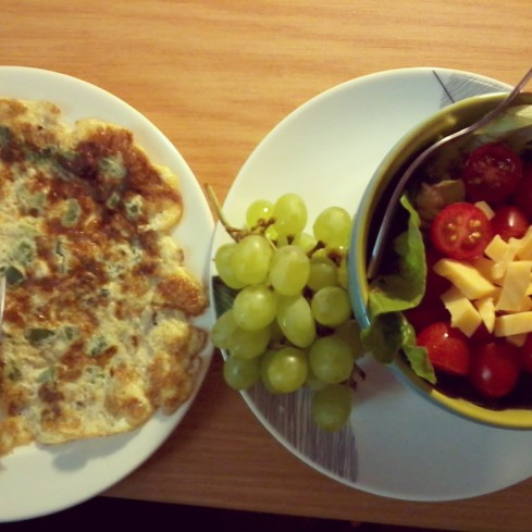 green pepper omlette, grapes and a vegetable salad