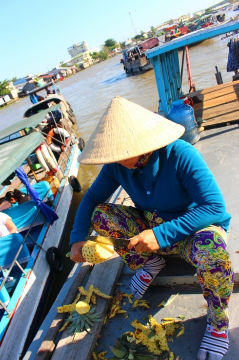 Vietnam-travel-Mekong-Delta-Floating-MArket-3