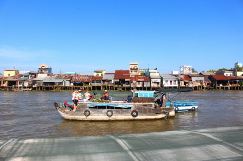 Vietnam-travel-Mekong-Delta-Floating-MArket-4 (2)