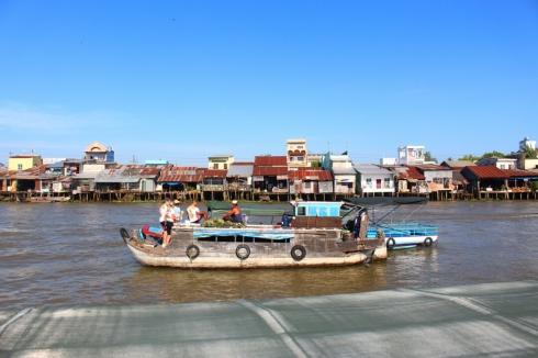 Vietnam-travel-Mekong-Delta-Floating-MArket-4 (2)