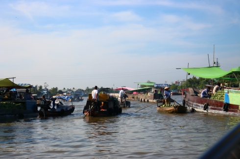 Vietnam-travel-Mekong-Delta-Floating-MArket-5