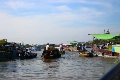 Vietnam-travel-Mekong-Delta-Floating-MArket-5