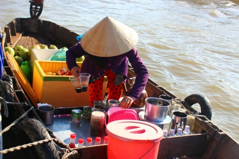 Vietnam-travel-Mekong-Delta-Floating-MArket-7