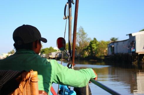 Vietnam-travel-Mekong-Delta-Floating-MArket-9