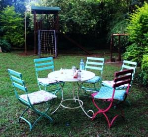 Tin Roof Garden Seating, the Souk- Nairobi (Kenya)