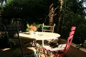 Tin Roof Porch Seating, the Souk- Nairobi (Kenya)